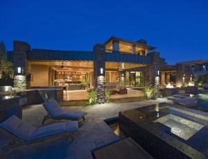 outdoor-lighting-pool-deck-hardscaping